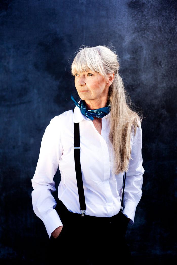 Gunnel, som är pensionär, var en av flera vackra kvinnor som visade klassiska vita skjortor i Femina förra året.