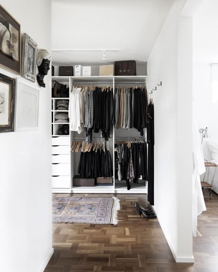 Ett ordentligt garderobssystem som både skapar ordning och ger en bra överblick.