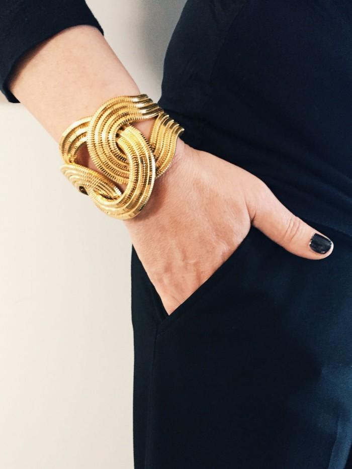 Armbandet från Lara Bohinic fick jag i present av mina kollegor.